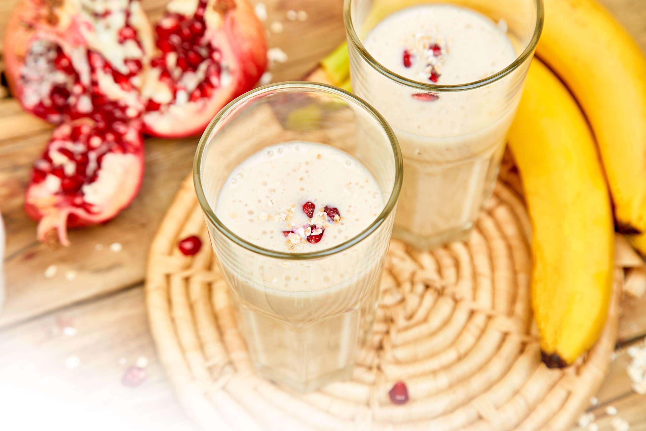 Trucos para el smoothie perfecto y 5 combinaciones para el verano recetas smoothie platano y granada scaled |  FAGOR SDA Electrodomésticos Pequeños