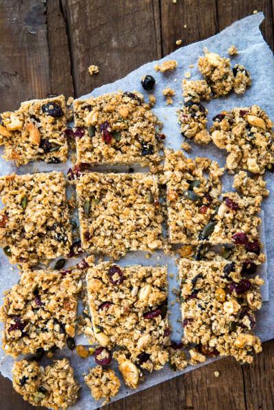 ¡Vuelta al cole! 5 snacks saludables para los más peques recetas homemade granola bars W55J8K2 scaled e1630323182722 |  FAGOR SDA Electrodomésticos Pequeños