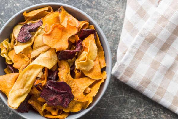¡Vuelta al cole! 5 snacks saludables para los más peques recetas mixed fried vegetable chips PEXTZ65 scaled e1630323420294 |  FAGOR SDA Electrodomésticos Pequeños